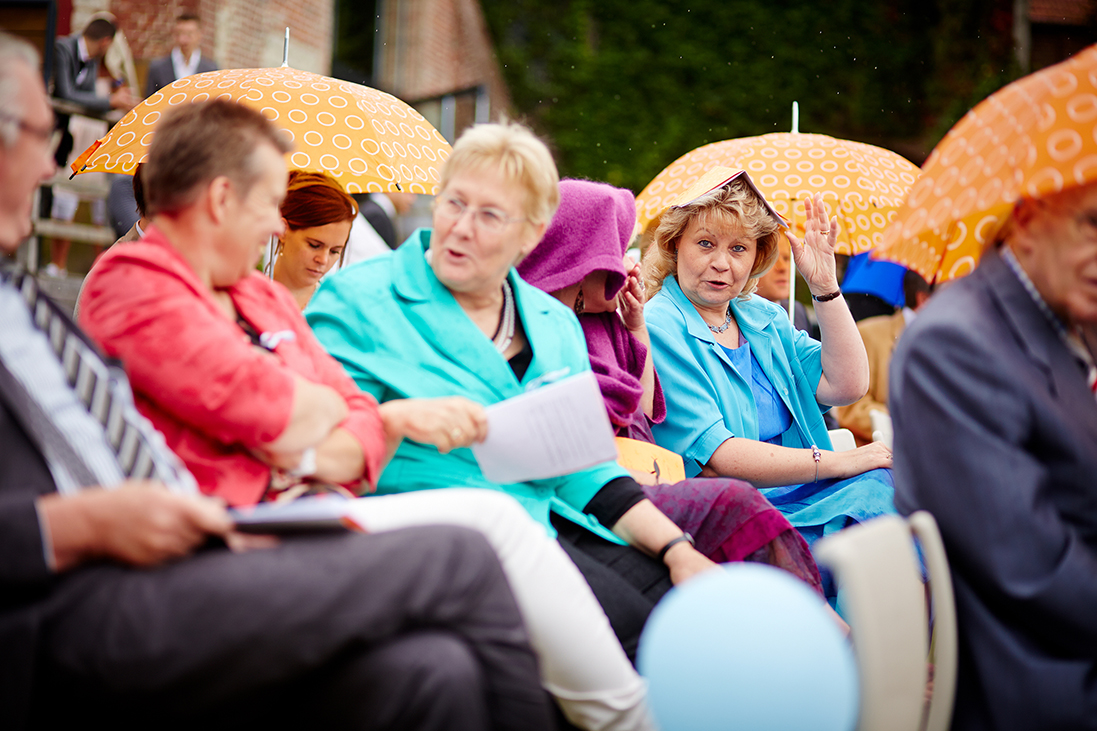 cérémonie sous la pluie